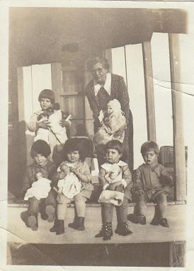 Copy_ocie_williams_and_grandchildren_circa_1926