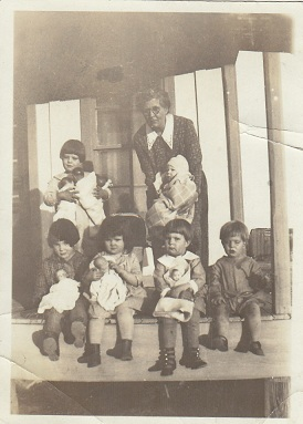 Copy_ocie_williams_and_grandchildren_circa_1926